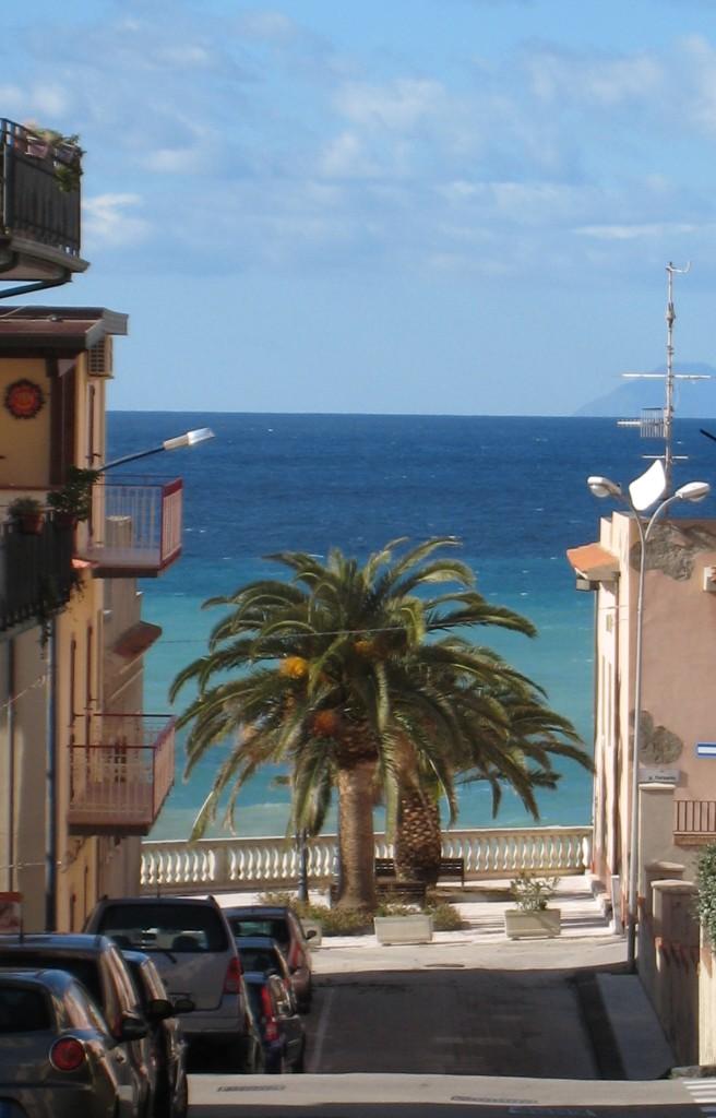 Gioiosa Marea, kik over Middelhavet. Foto: Kirsten Soele
