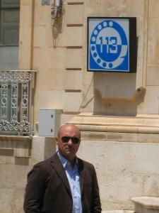 I 2011 blev skuespilleren Luca Zingaretti gjort til æresborger i Montalbano Elicona. Zingaretti spiller kommissær Salvo Montalbano i krimiserien Montalbano, der foregår på Sicilien. Billedet her er fra optagelser til Montalbanoserien i juli 2010 i Scicli.