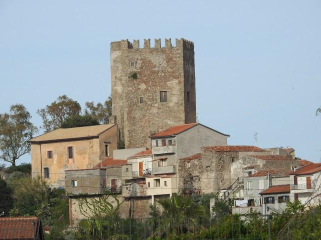 Castello di Brolo, Brolo slot fra det 10. årh. Foto: KirstenSoele