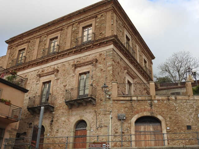 Palazzo Baronale. Foto: Kirsten Soele