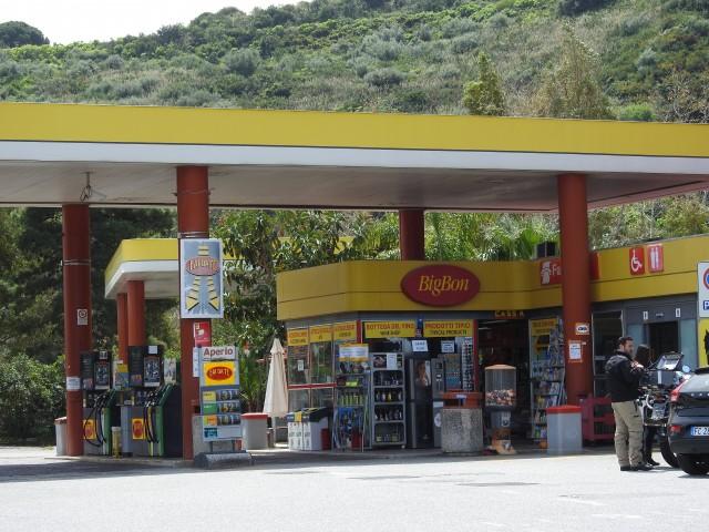 Stazione di servizio: tankstation. Foto: Kirsten Soele