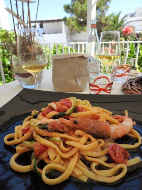 Panarea: Pasta med rejer og de sicilianske pachino tomater. Foto: Kirsten Soele