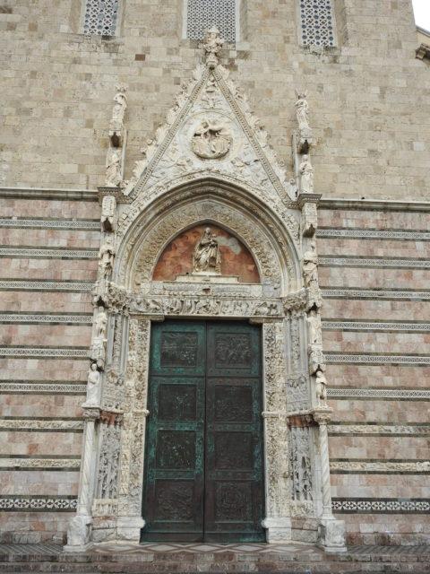 Domkirkens portal skabt af Antonio Baboccio da Piperno. Foto: KirstenSoele