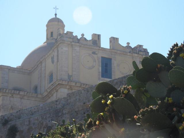 Den gamle domkirke bag ringmuren. Foto: KirstenSoele