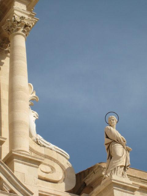 Siracusas skytshelgeninde Santa Lucia på toppen af Domkirken. Foto: KirstenSoele