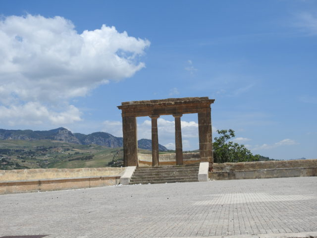 Terrazzo Belvedere bygget på resterne af slottet Castello di Zabut. Foto: KirstenSoele