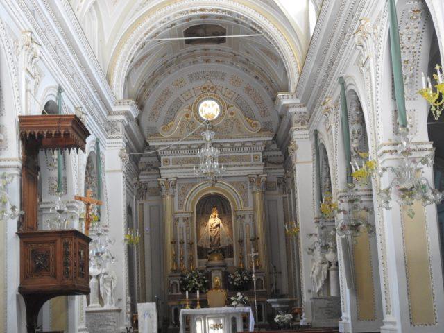 Santuario della Madonna dell'Udienza. I nichen for neden ses Madonna med barnet udført af Antonello Gagini. Foto: KirstenSoele