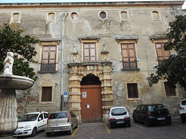 Palzzo Vescovile, Santa Lucia del Mela. Foto: KirstenSoele