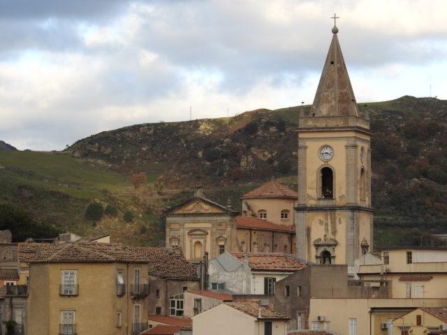 Duomo di Novara di Sicilia. Foto: KirstenSoele