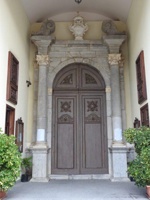 Det sydlige indgangsparti i barok stil. Foto: KirstenSoele