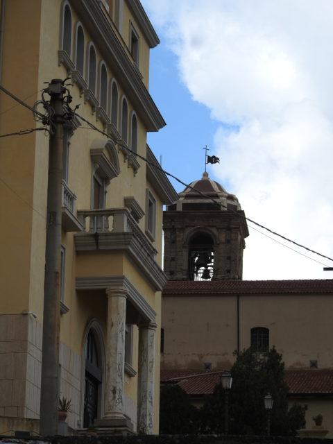 Mueso Diocesano med katedralen i baggrunden. Foto: KirstenSoele