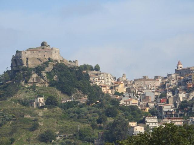 Castello di Ruggero di Lauria. Foto: KirstenSoele