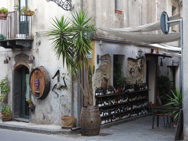 Castiglione di Sicilia er vinby, Città del vino. Foto: KirstenSoele