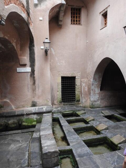 Lavatoio medievale, Vaskeplads fra middelalderen. Foto: KirstenSoele