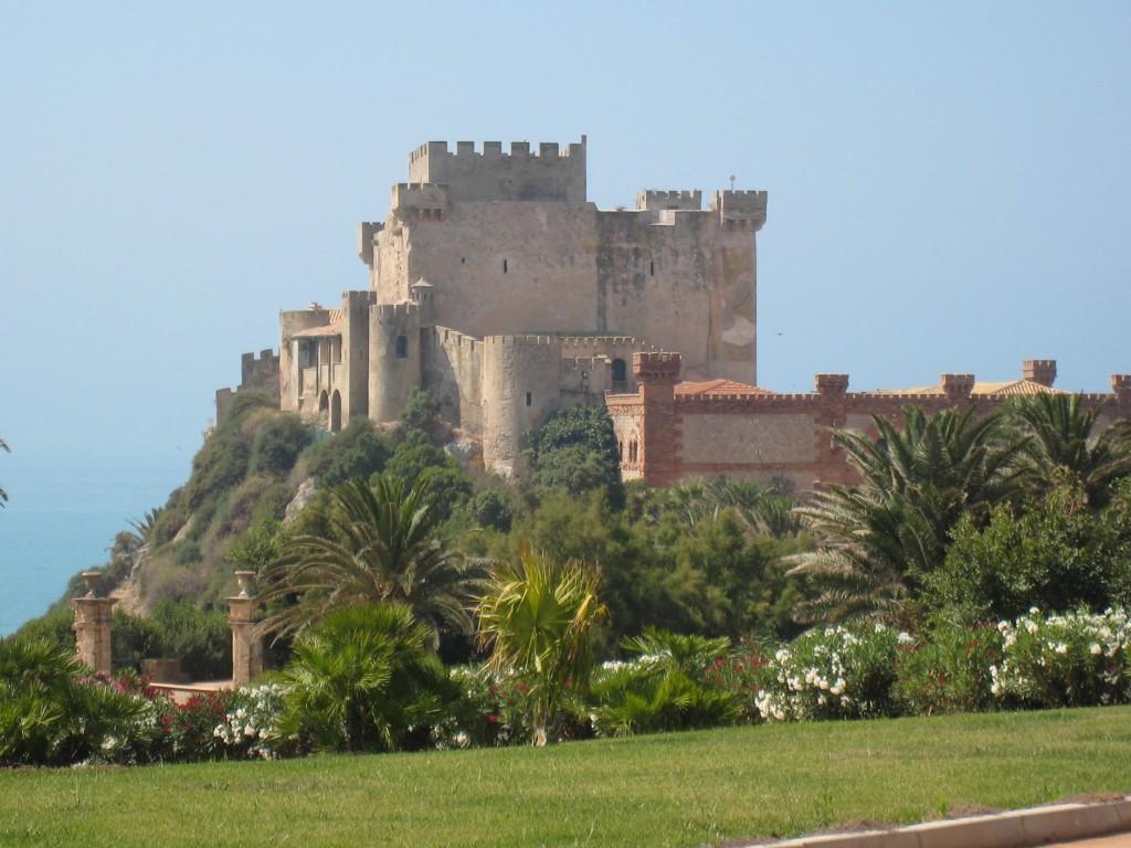 Castello di Falconara i Butera, Caltanisetta. Slottet er bygget i det 14. årh, under aragonesisk herredømme.