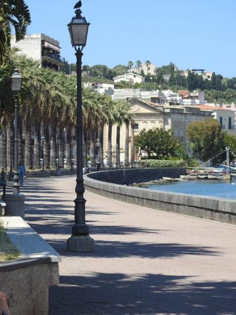 Lungomare, strandpromenade, Garibaldi i Milazzo. Foto: KirstenSoele